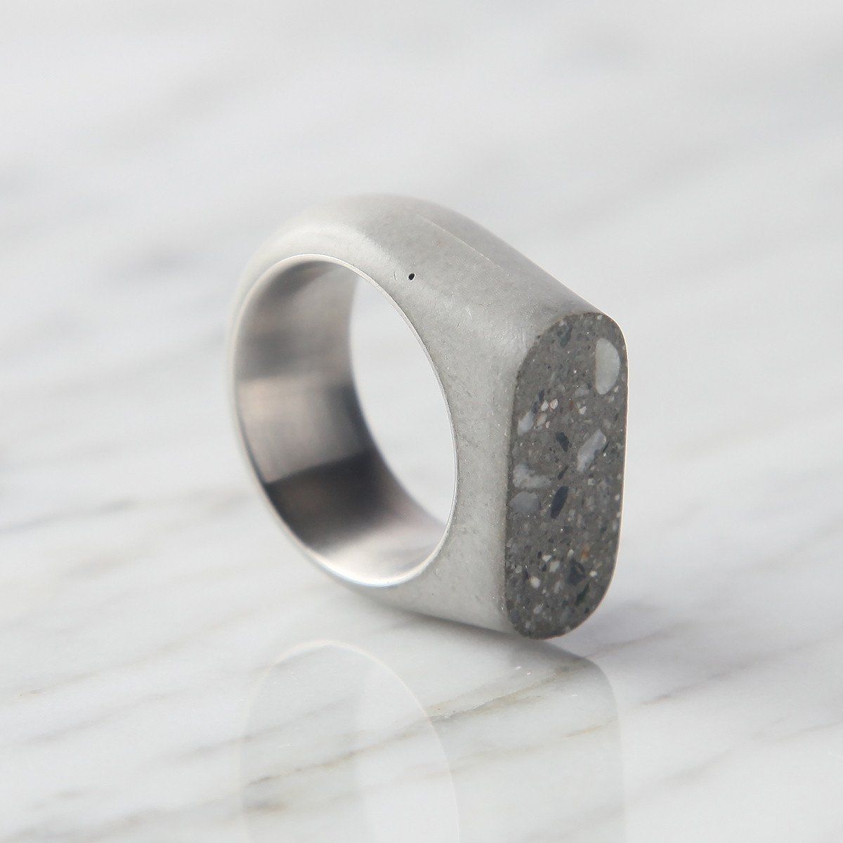 Upright Concrete Ring -33623