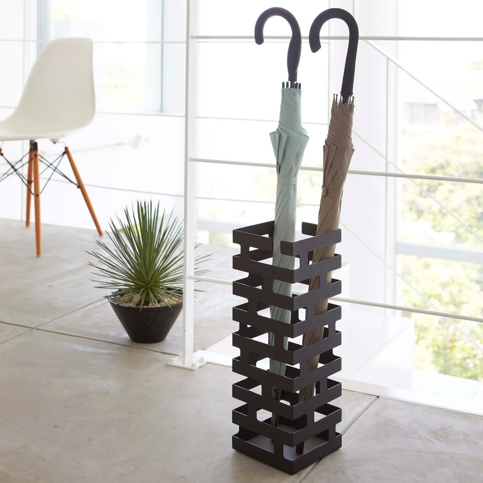 brick-umbrella-stand-black-2