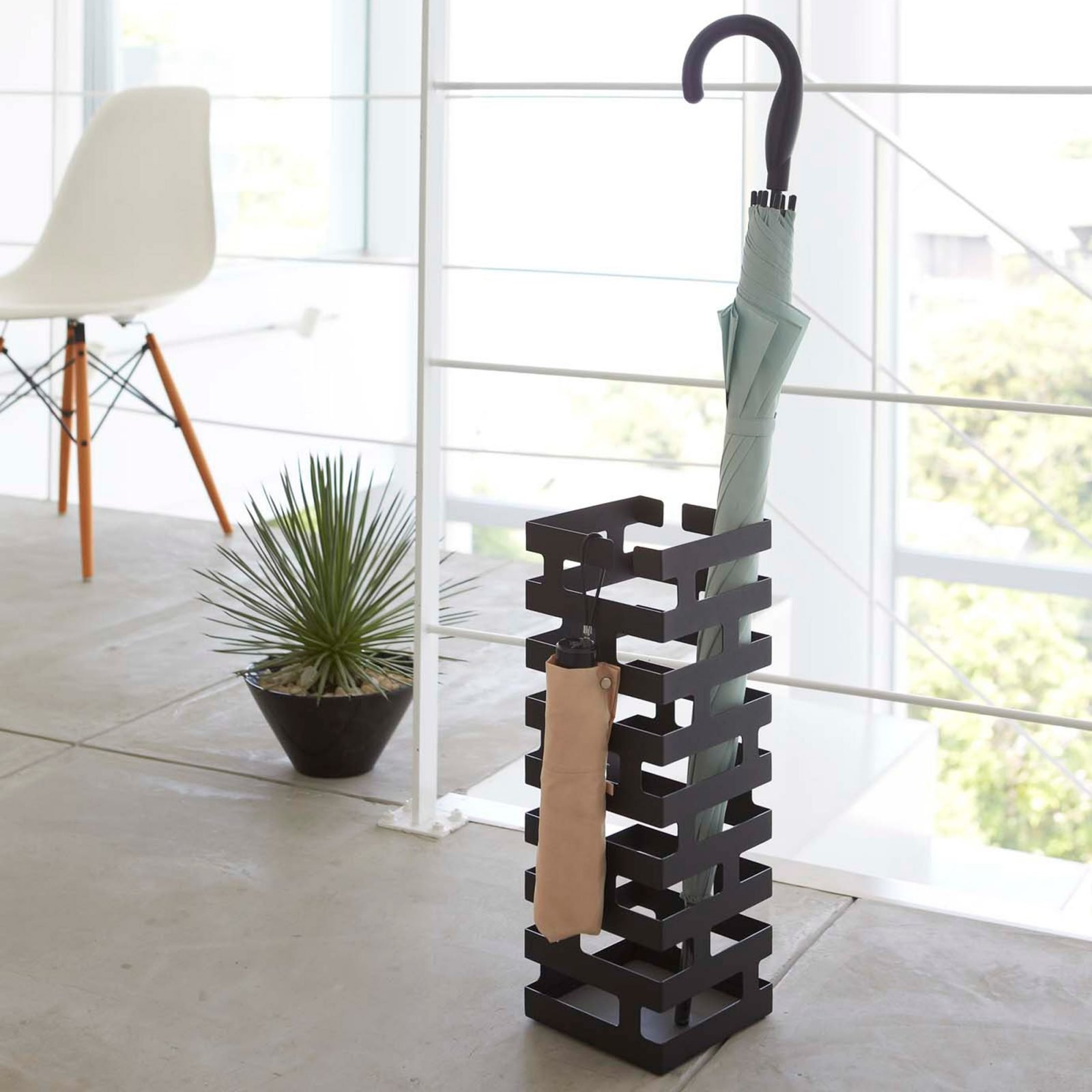 brick-umbrella-stand-black-3
