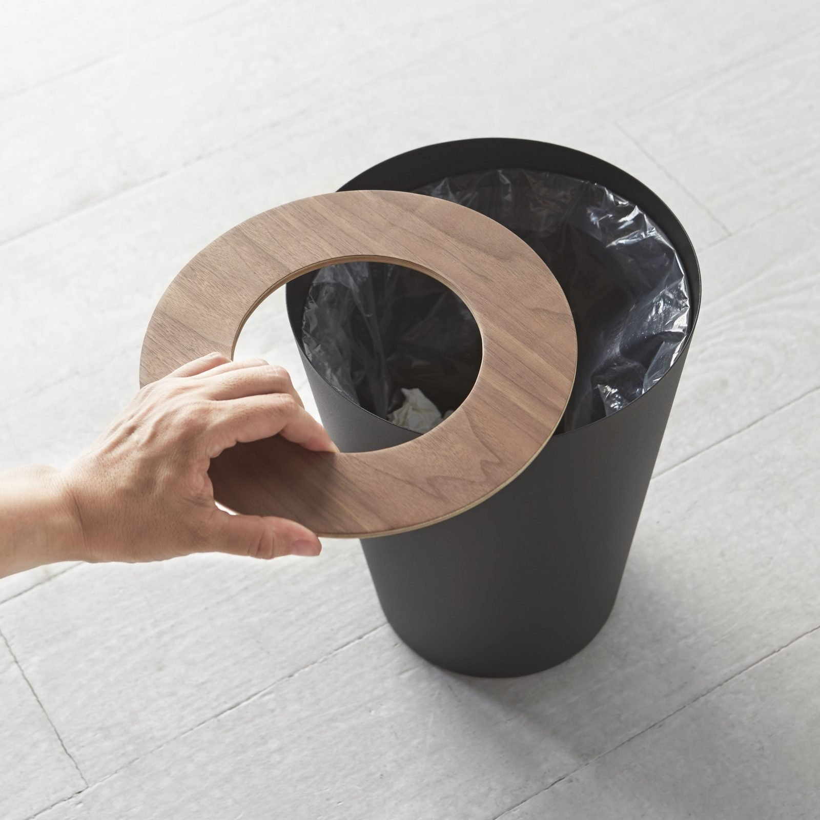 rin-round-trash-can-black-2