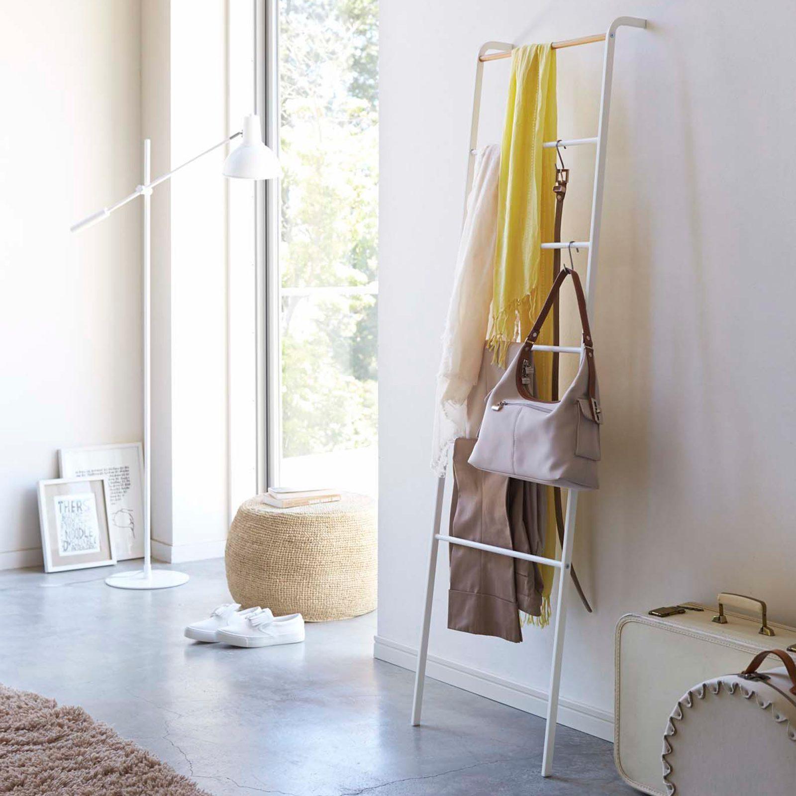 tower-leaning-ladder-hanger-white-2