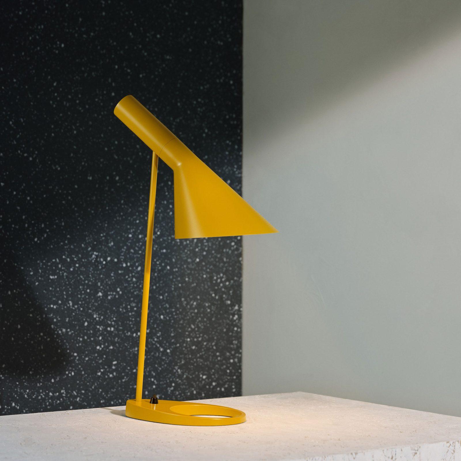 aj-table-black-4