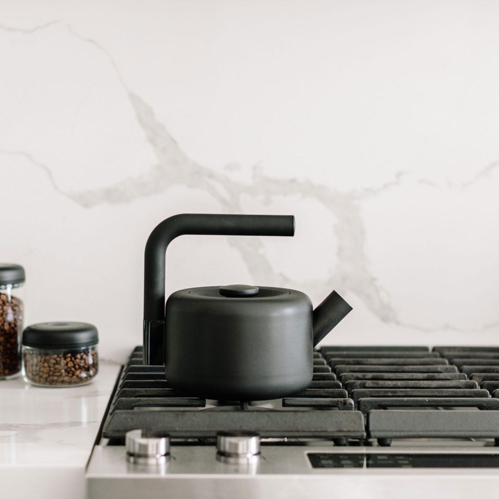 clyde-stovetop-tea-kettle-2